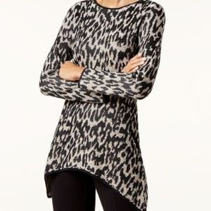 Leopard-Print Handkerchief-Hem Women's Top L